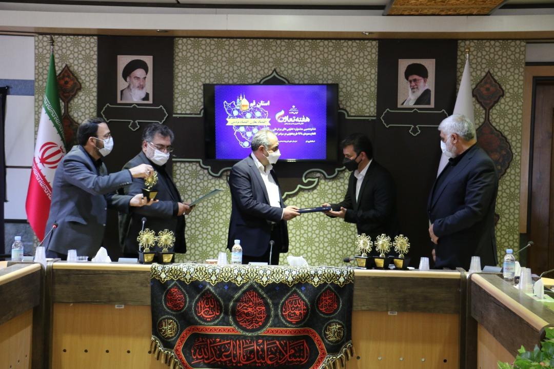تقدیر از تعاونی توسعه و عمران شهرستان قم بعنوان تعاونی برتر ملی و استانی